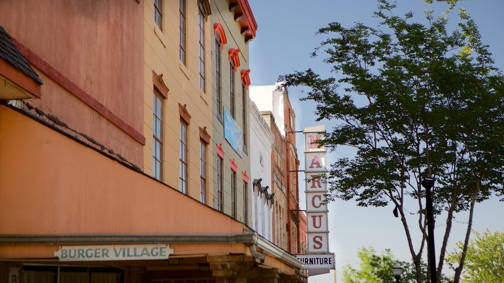 Vicksburg which includes a small town or village
