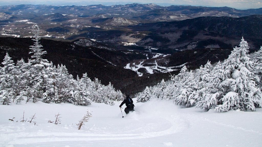 Whiteface Mountain featuring snow skiing, mountains and snow
