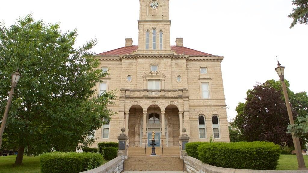 Harrisonburg que incluye elementos del patrimonio y un edificio administrativo