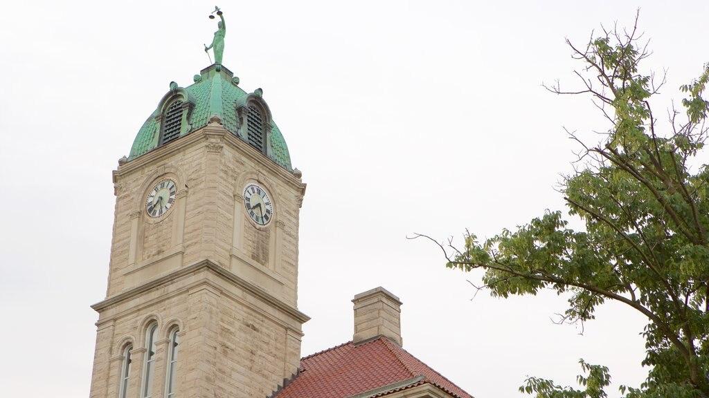 Harrisonburg ofreciendo un edificio administrativo y elementos del patrimonio