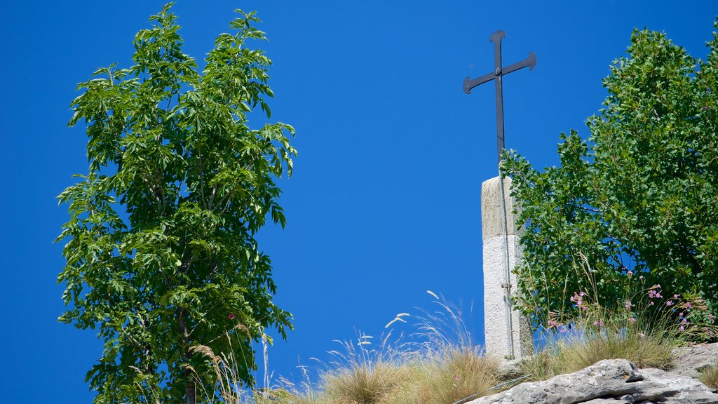 San Marino showing religious aspects and a monument
