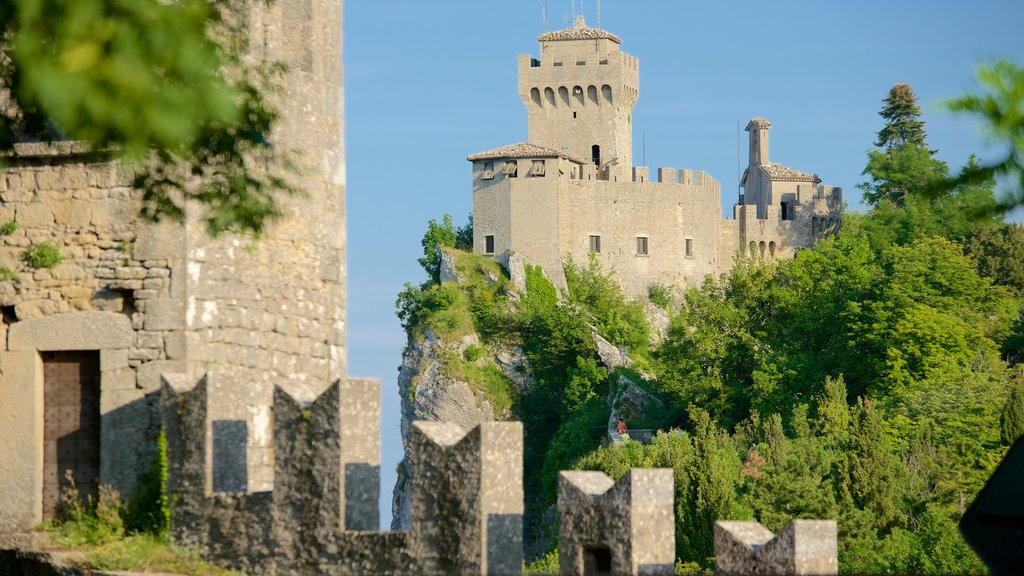Cesta Tower showing chateau or palace and heritage architecture