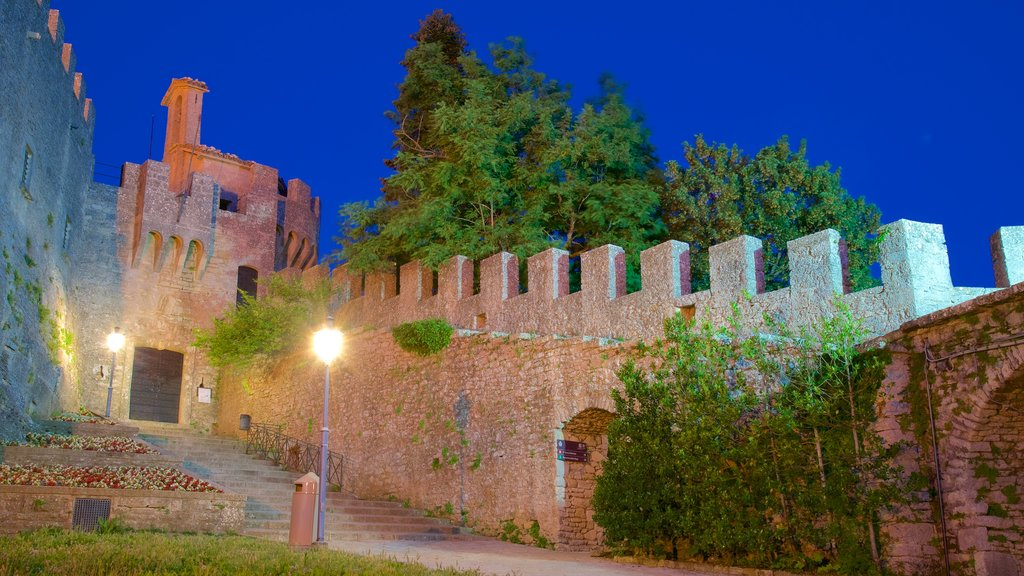 Cesta Tower featuring a castle, heritage elements and night scenes