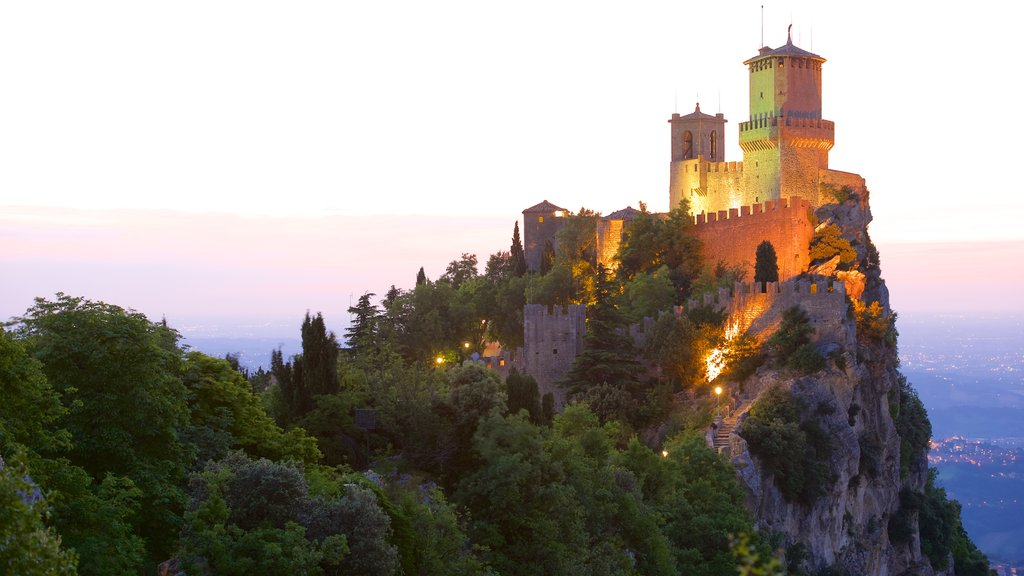 Guaita Tower which includes mountains, a castle and heritage elements