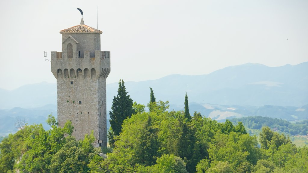 Montale Tower which includes heritage elements, a castle and tranquil scenes