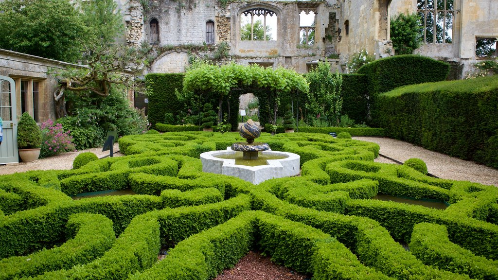 Sudeley Castle showing chateau or palace, a garden and building ruins