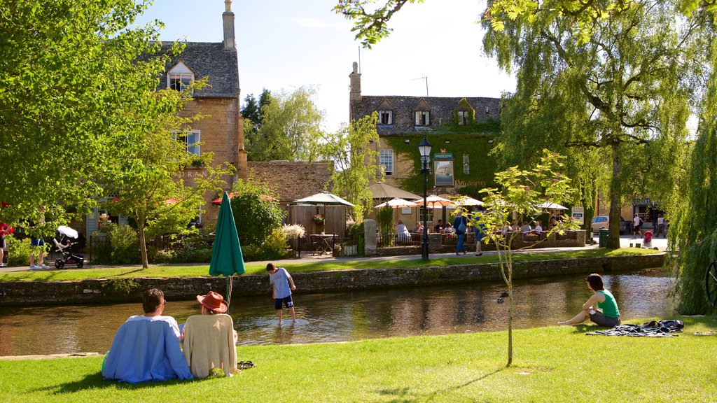 Bourton-on-Water which includes picnicing, a river or creek and a park