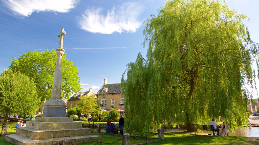 Bourton-on-Water featuring a memorial and a garden
