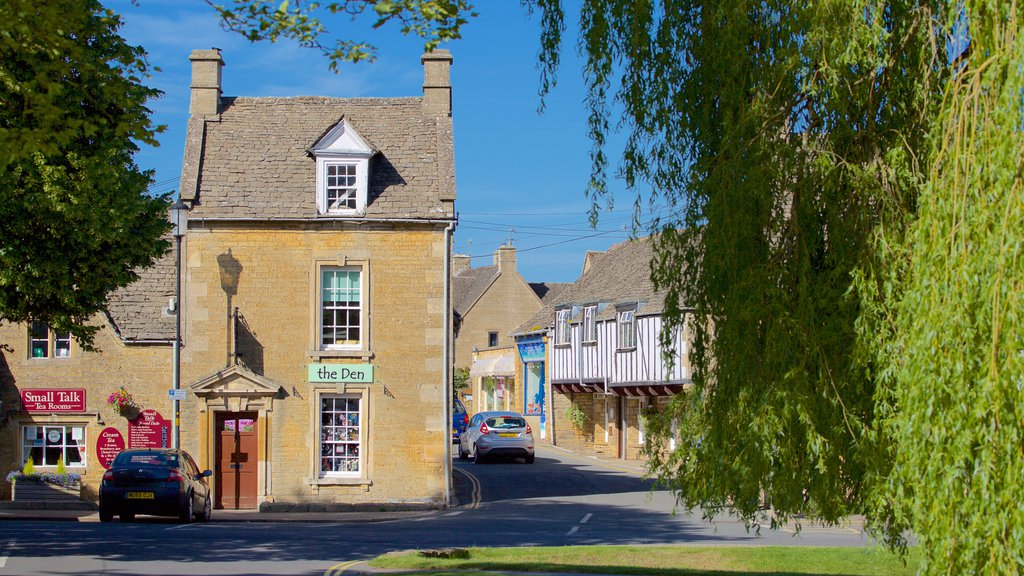 Bourton-on-Water featuring street scenes and a small town or village