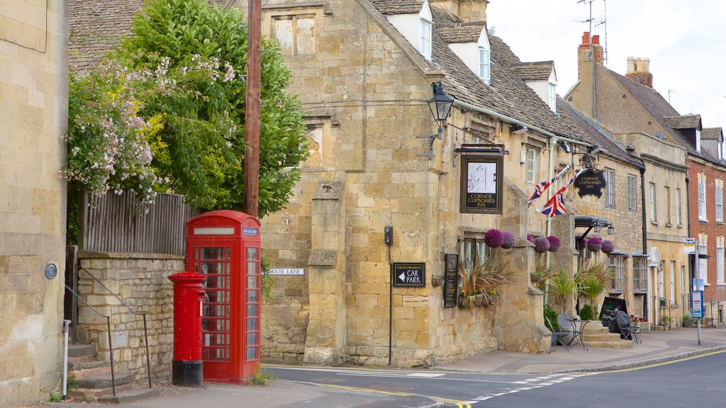 Winchcombe showing street scenes, a small town or village and heritage elements