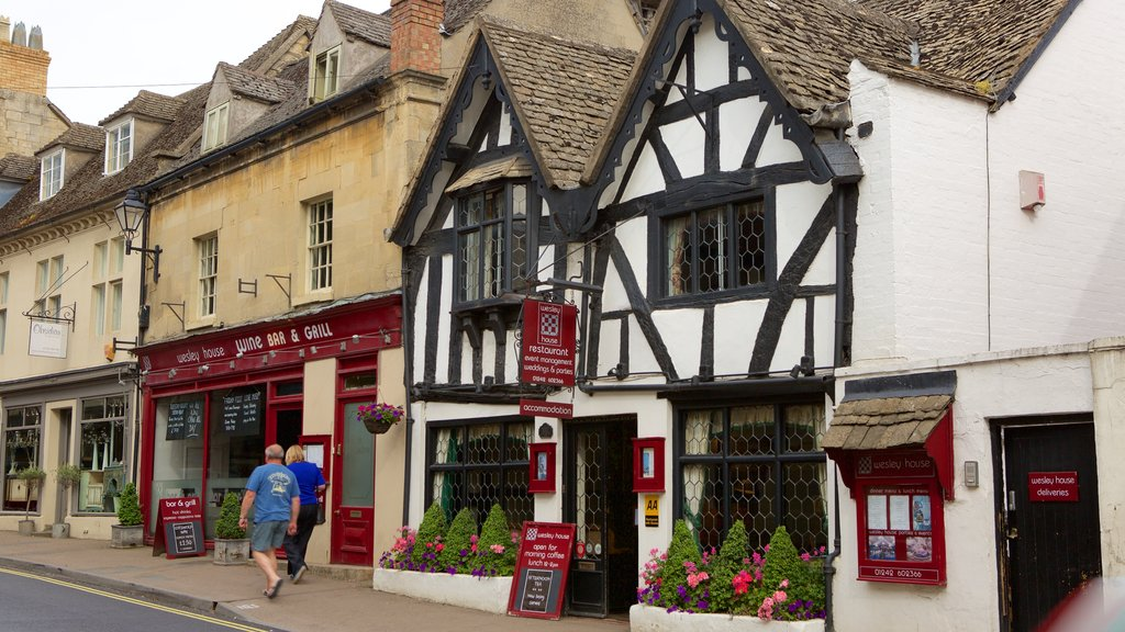 Winchcombe showing street scenes, a bar and heritage elements