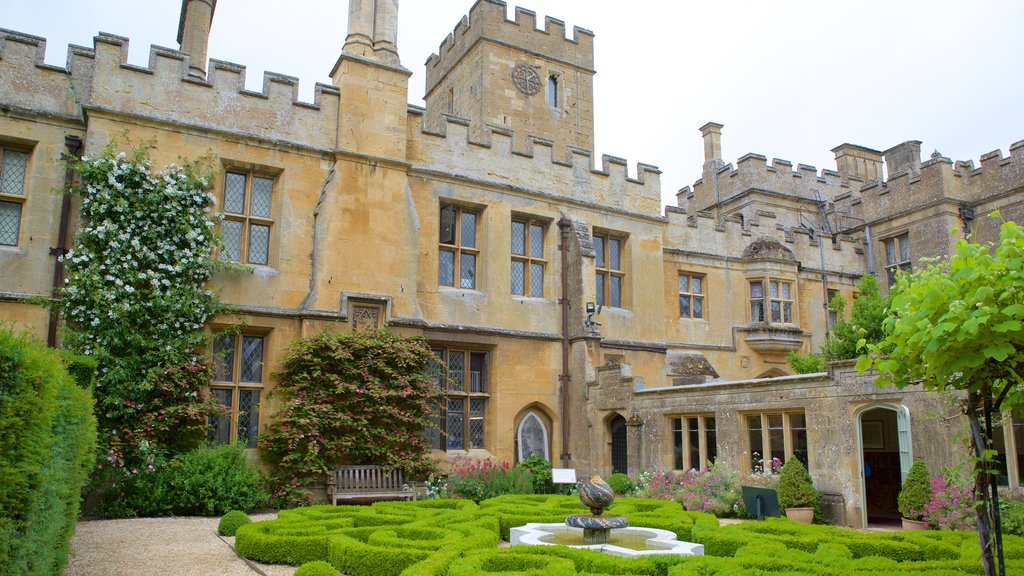 Sudeley Castle showing a fountain, heritage architecture and a park