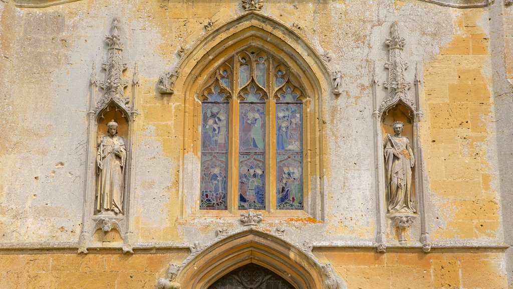Sudeley Castle showing heritage architecture, art and a church or cathedral