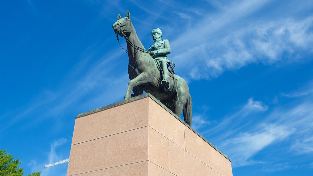 Mannerheim Statue showing a memorial and a statue or sculpture