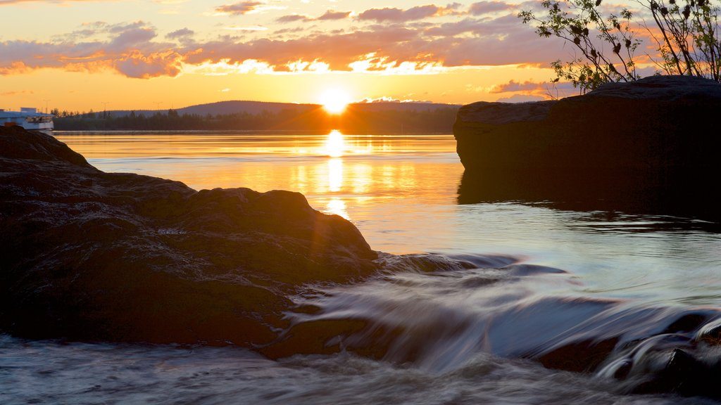 ロバニエミ フィーチャー 夕焼け, 河あるいは小川 と 急流