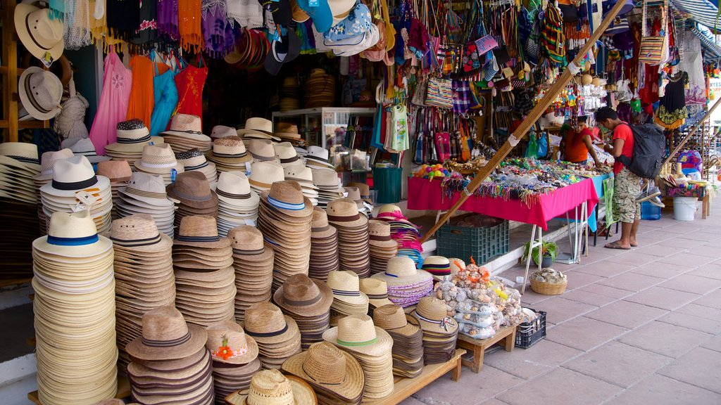Puerto Escondido which includes fashion, shopping and markets