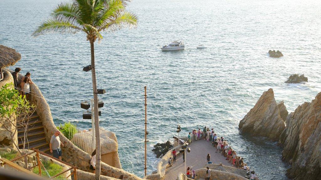 La Quebrada Cliffs which includes boating, views and rocky coastline