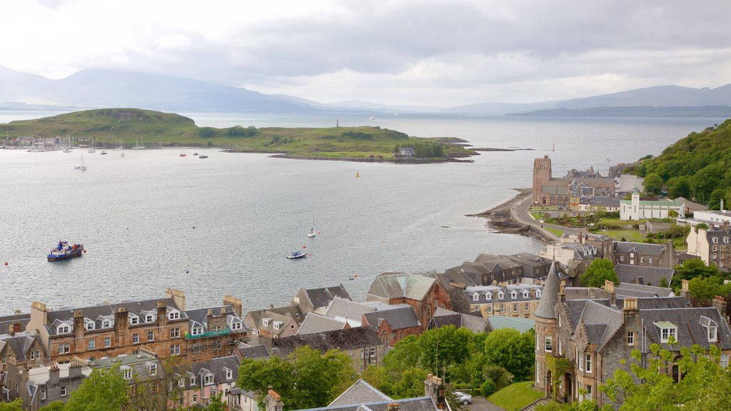 Oban showing a coastal town