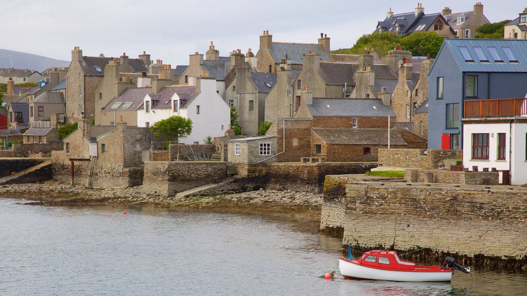 Stromness featuring heritage architecture and a coastal town