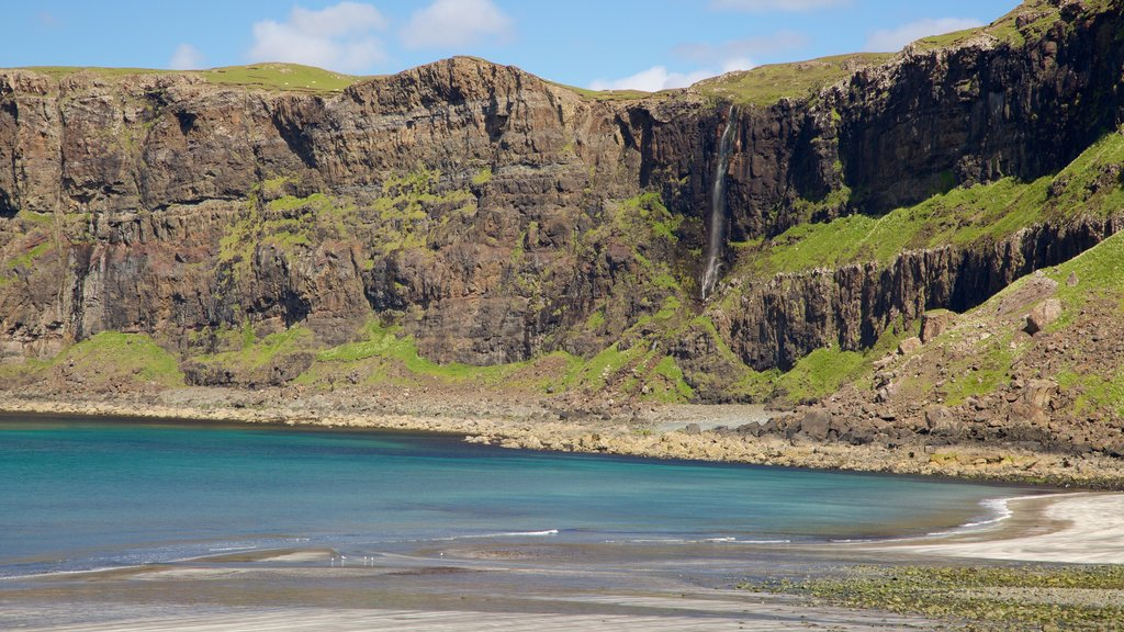 Isle of Skye showing rocky coastline and a beach