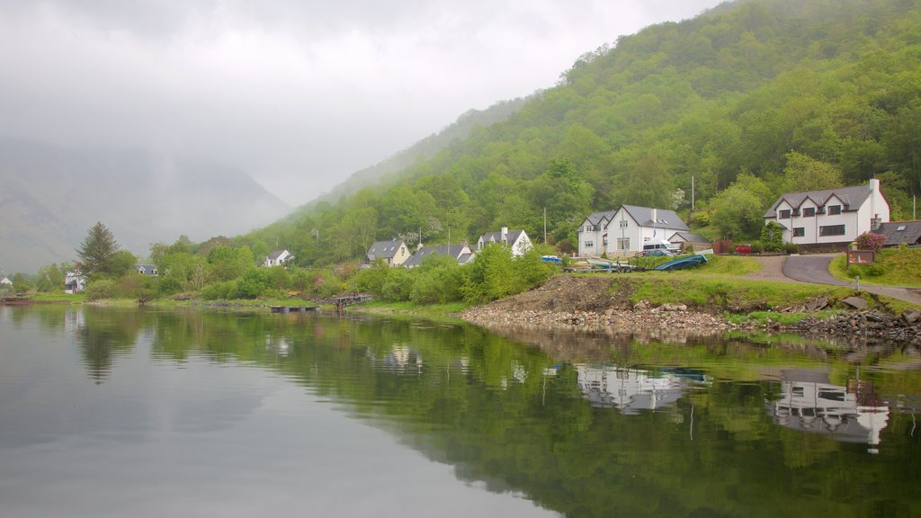 Glencoe which includes a lake or waterhole, a coastal town and general coastal views
