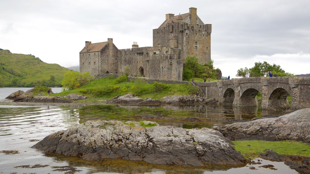 Eilean Donan Castle showing heritage architecture, a castle and heritage elements