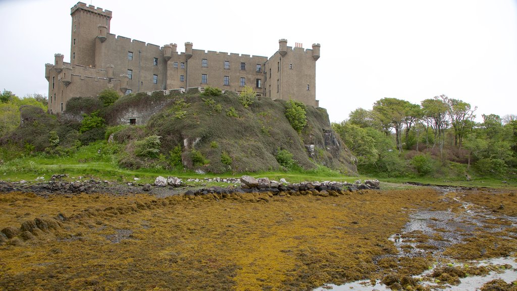 Dunvegan Castle showing heritage elements, heritage architecture and chateau or palace