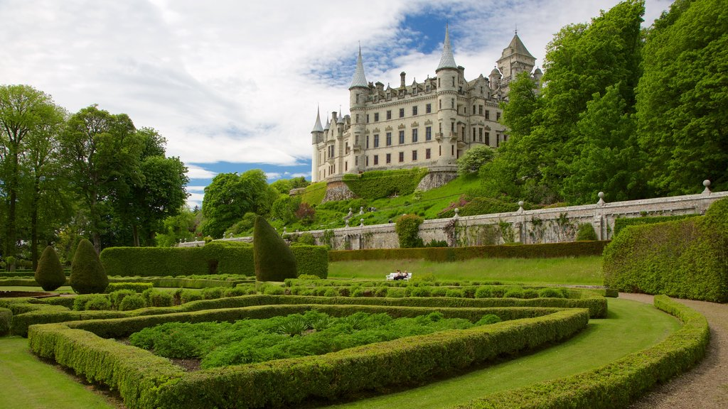 Dunrobin Castle showing heritage elements, heritage architecture and a park