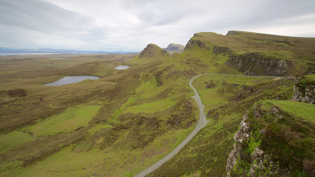 Quiraing showing mountains, tranquil scenes and a pond