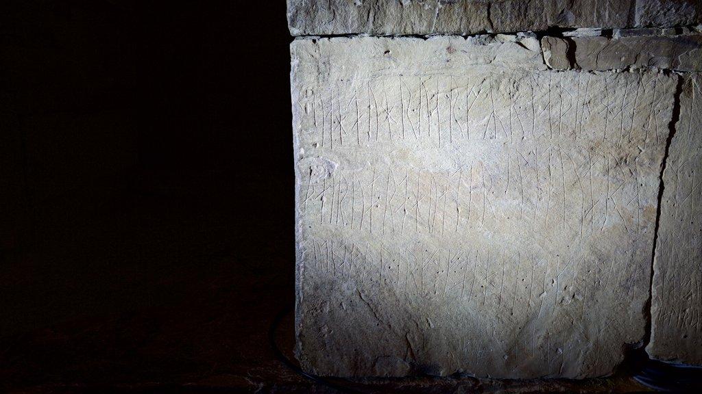 Maes Howe que incluye arte y elementos del patrimonio