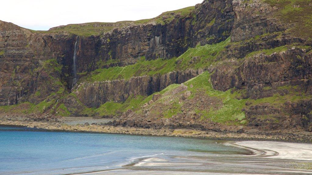 Isle of Skye showing mountains, rugged coastline and general coastal views