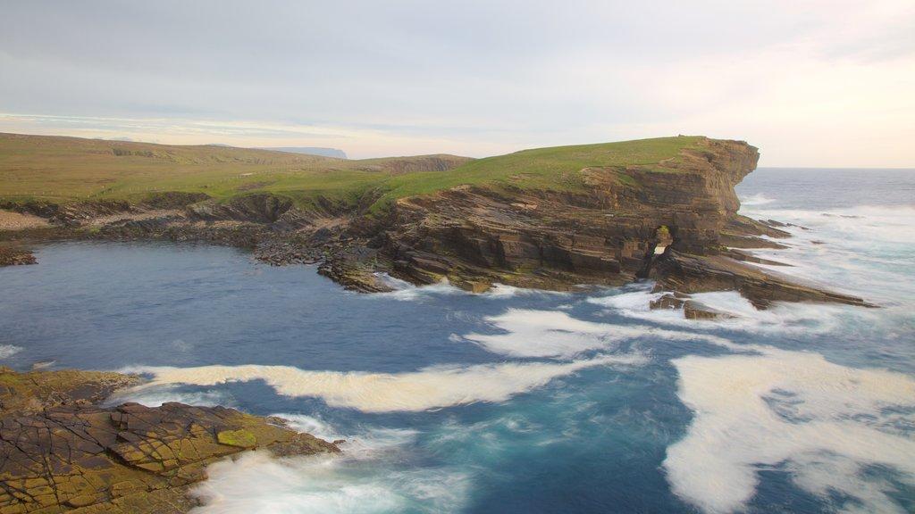Stromness que incluye vistas generales de la costa, costa escarpada y escenas tranquilas
