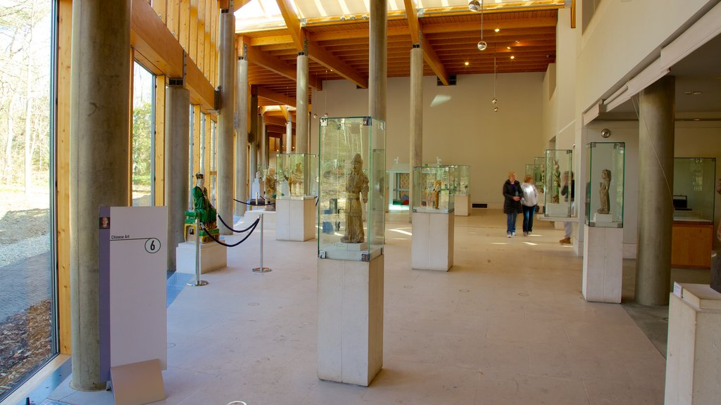Burrell Collection ofreciendo elementos del patrimonio y arte