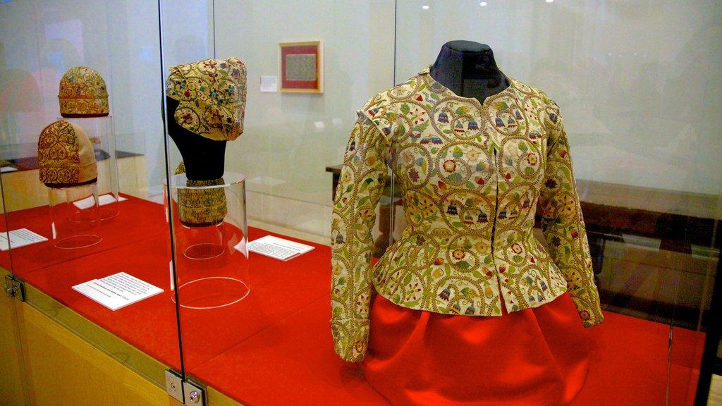 Burrell Collection que incluye elementos del patrimonio y moda