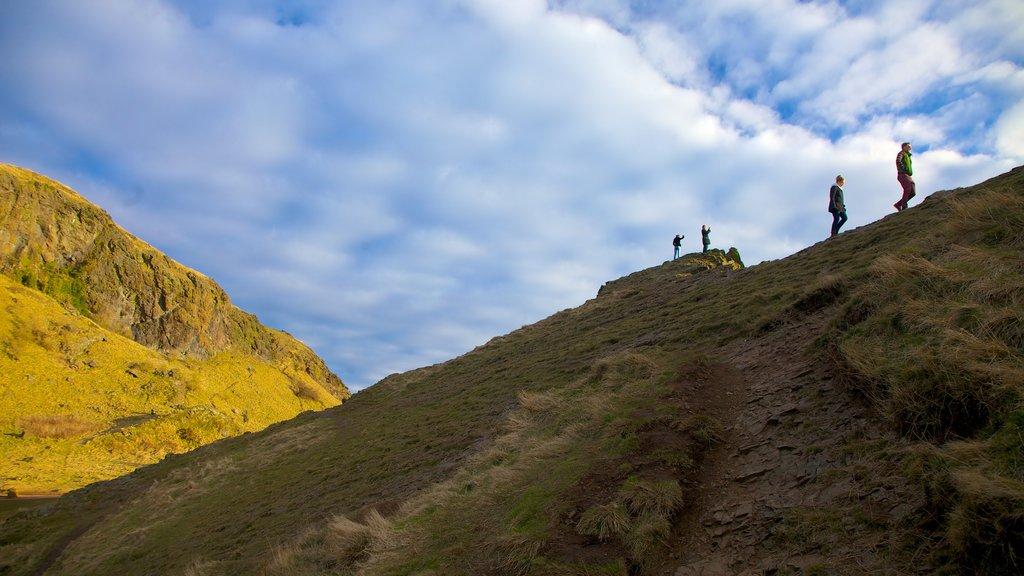 Asiento de Arturo mostrando escenas tranquilas, montañas y senderismo o caminata