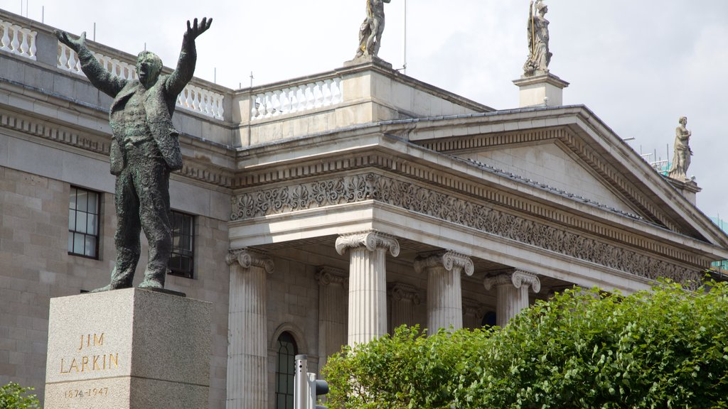O\'Connell Street showing a statue or sculpture, heritage architecture and an administrative buidling