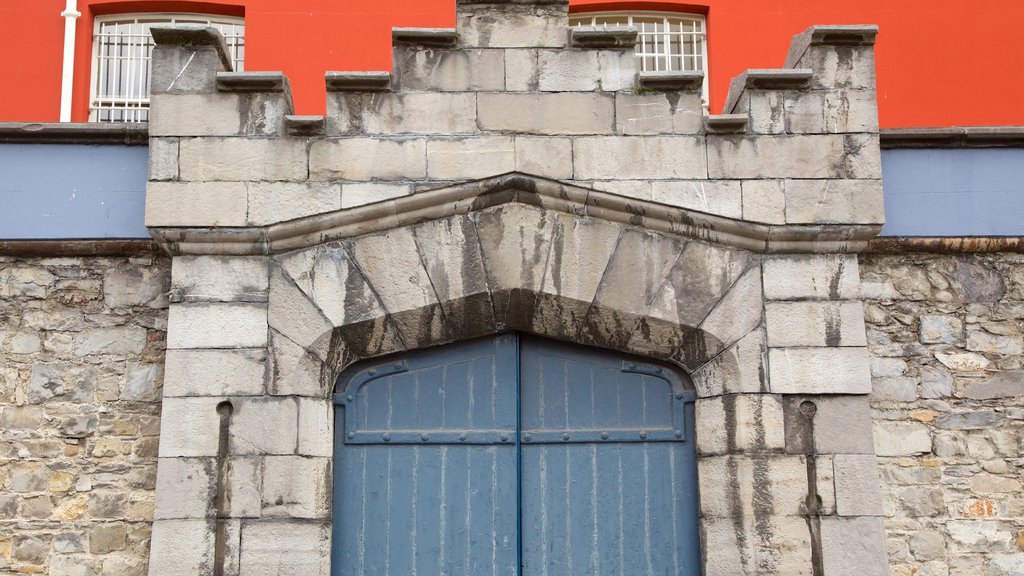 Dublin Castle which includes heritage architecture, a castle and heritage elements