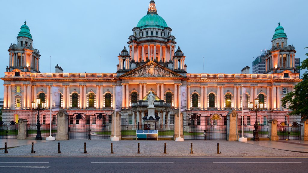 Belfast City Hall which includes heritage architecture, chateau or palace and heritage elements