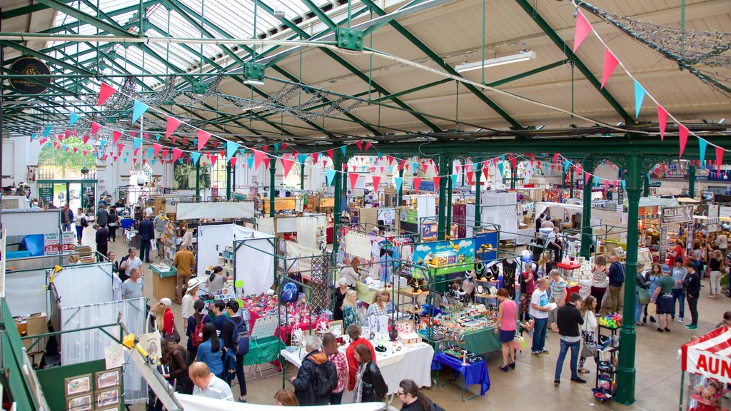 St. George\'s Market showing a square or plaza, interior views and markets