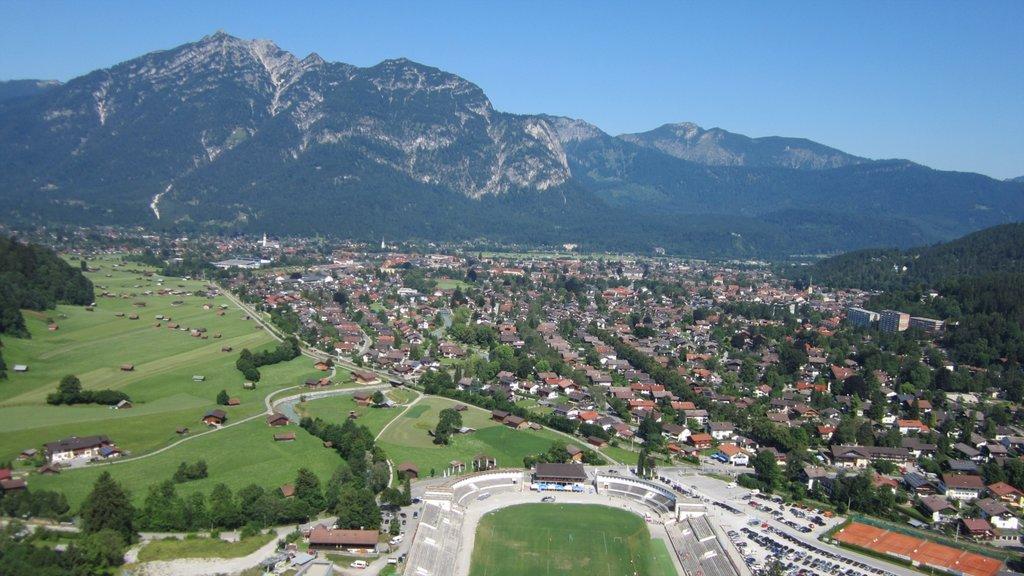 Garmisch-Partenkirchen showing mountains, a city and landscape views