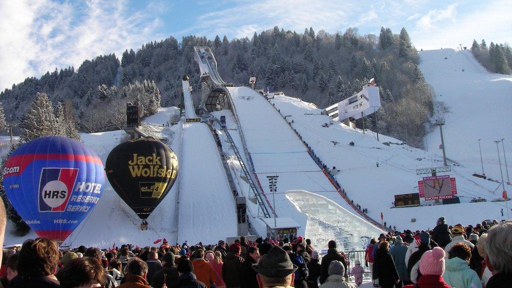 Garmisch-Partenkirchen Ski Resort featuring snow, a sporting event and snow boarding
