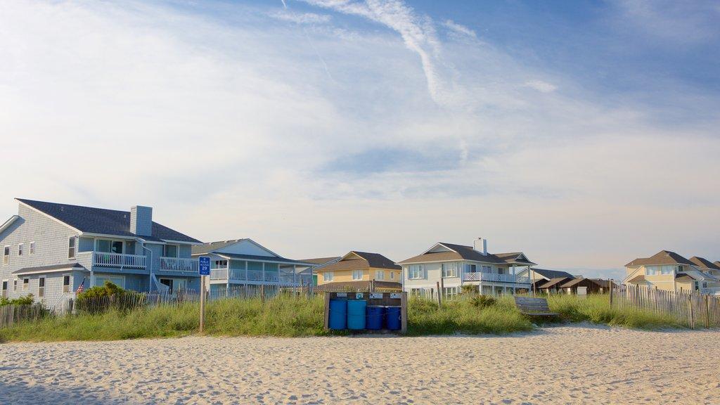 Wrightsville Beach mostrando una casa, una playa y vistas generales de la costa