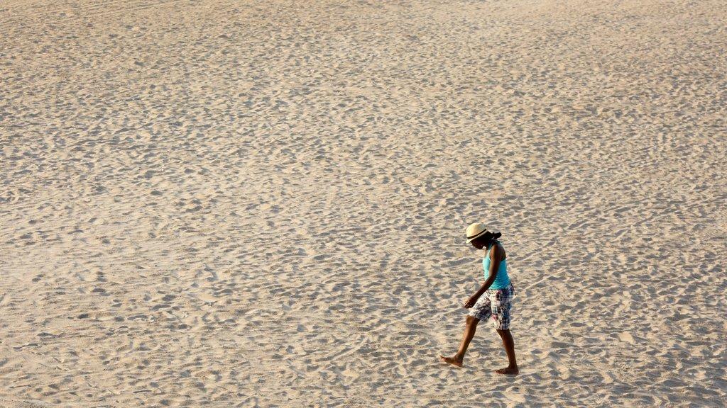 Wrightsville Beach que incluye vistas generales de la costa y una playa de arena