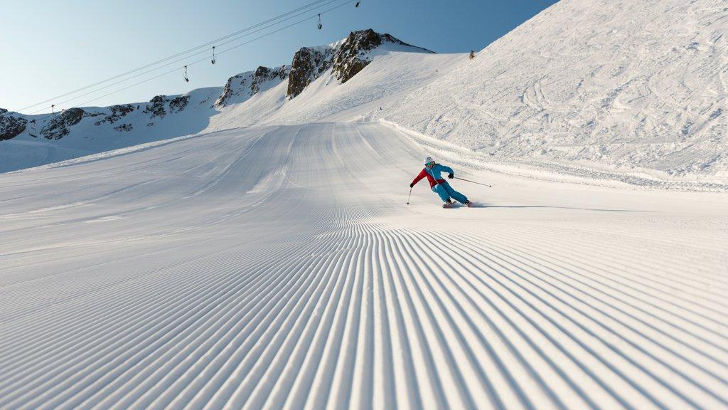 Squaw Valley Resort mostrando una góndola, nieve y esquiar en la nieve