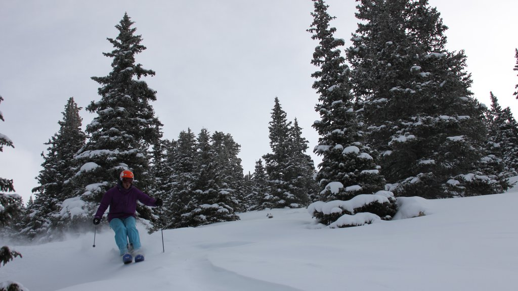 Keystone Ski Resort which includes snow, snow skiing and tranquil scenes