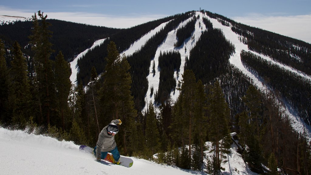 Keystone Ski Resort showing snow skiing, snow boarding and tranquil scenes