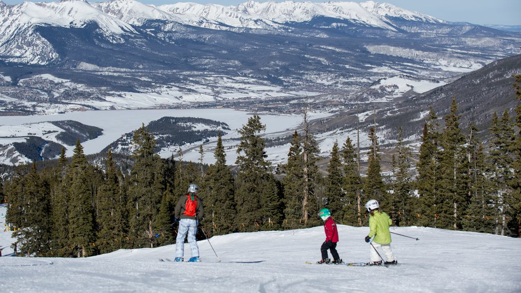 Keystone Ski Resort showing snow, landscape views and snow skiing