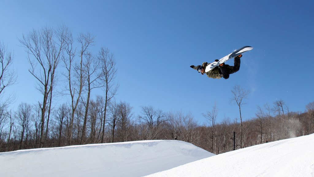 Okemo Valley Golf Club showing snow boarding and snow as well as an individual male