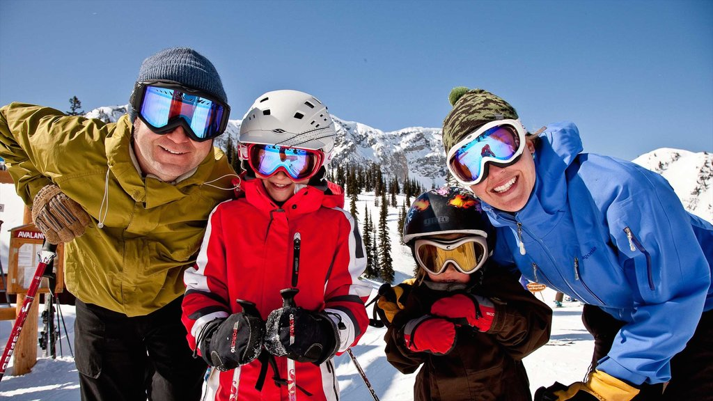 Fernie Alpine Resort which includes snow and snow skiing as well as a family