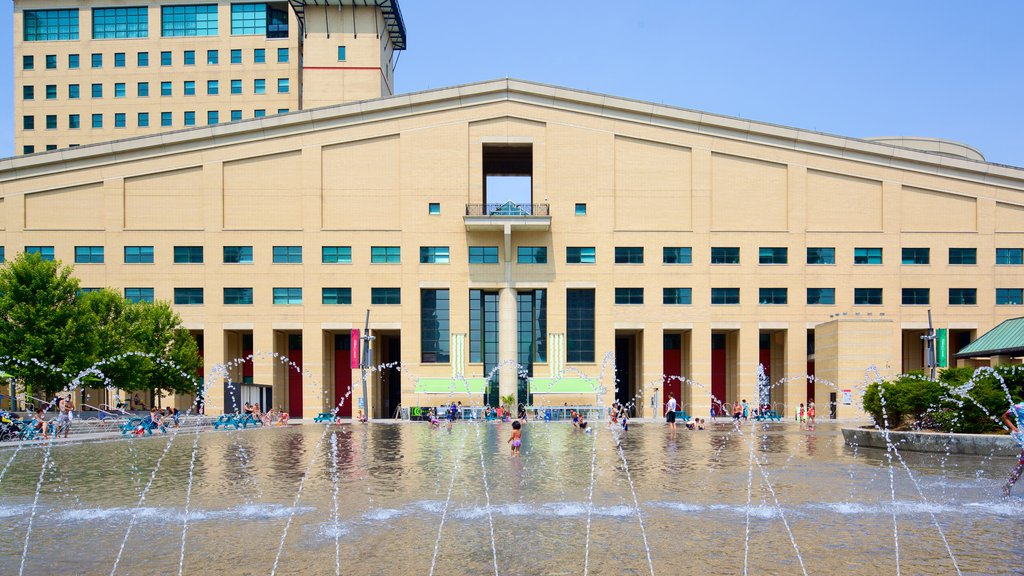 Mississauga Civic Centre showing swimming, a city and a fountain